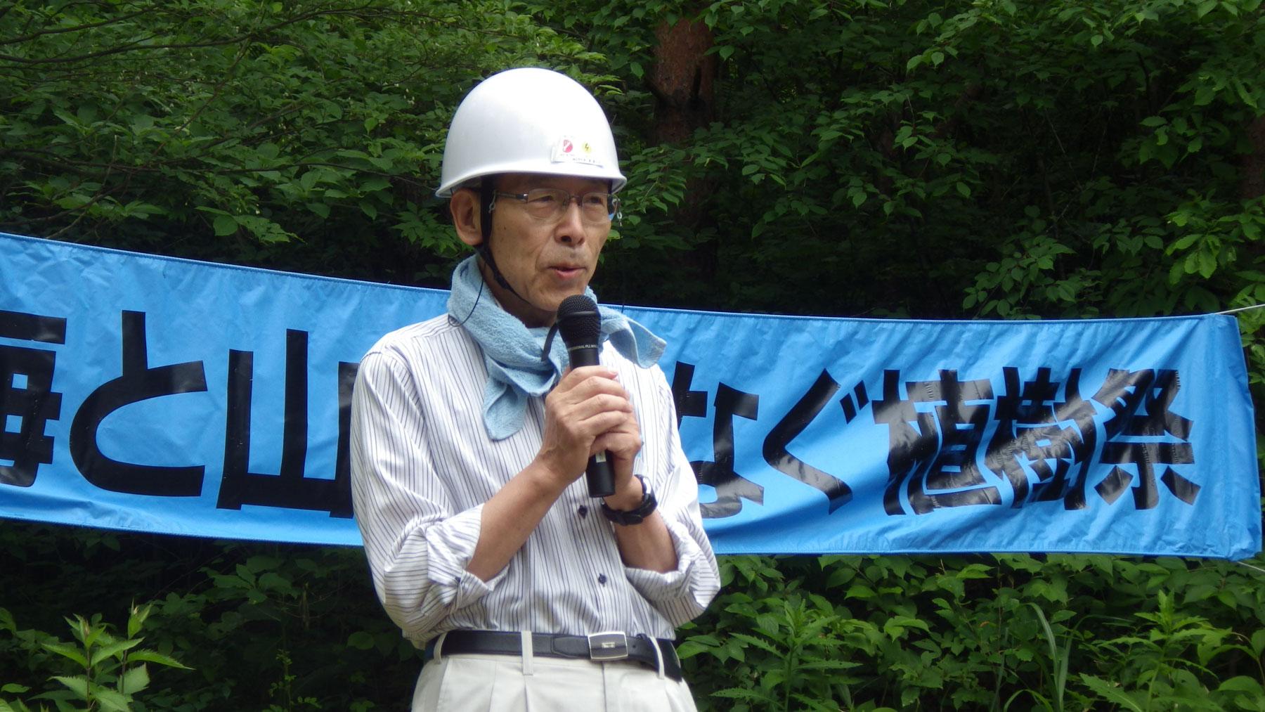 お話しする名古屋大学名誉教授 岩坂泰信名誉教授