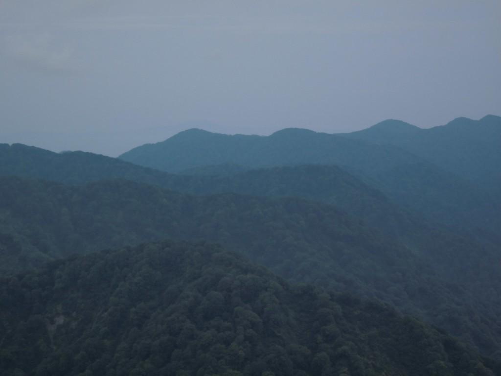 天気がいいと、白神岳、向白神岳の稜線ががくっきり見える